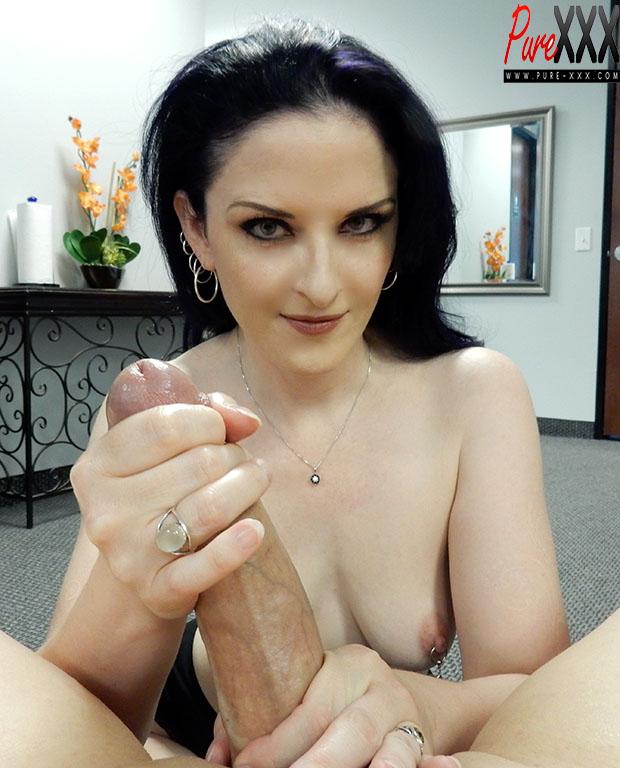 Caroline Pierce Her First Big Cock